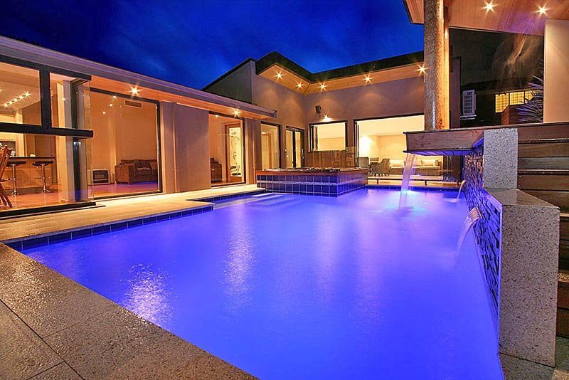 Kardinya Pool Spa Combo with waterblade water features