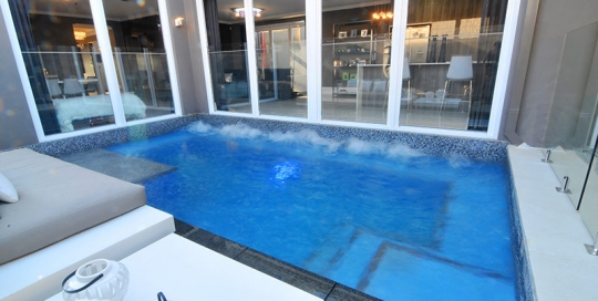 Guildford concrete plunge pool spa jets