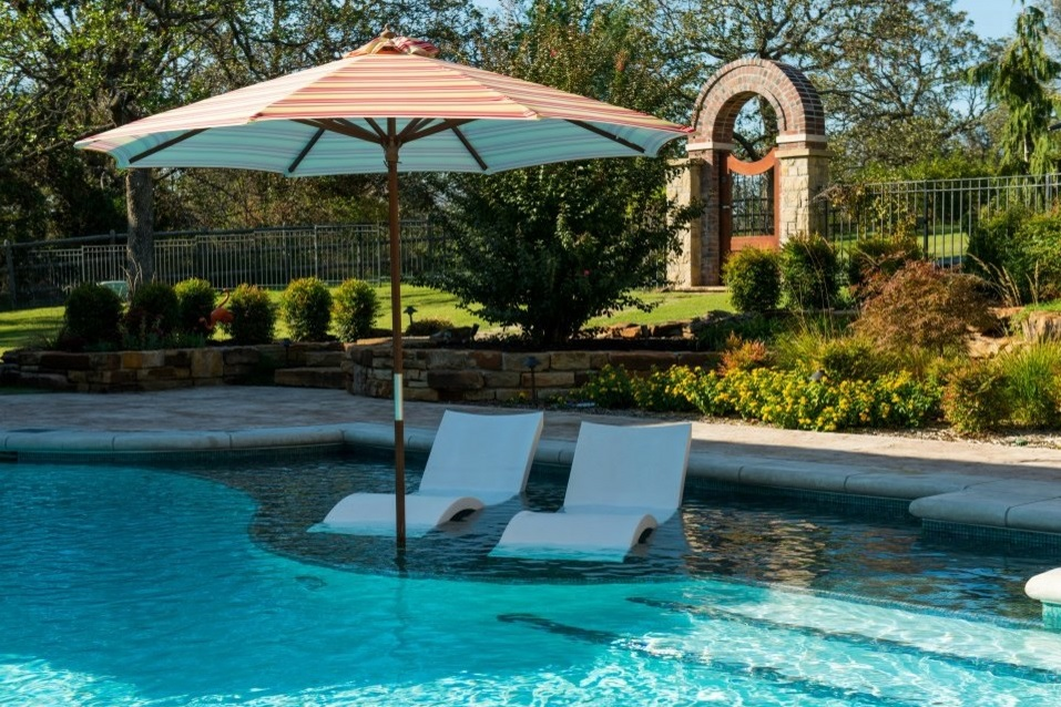 Pool trends of 2015 continued pools by design osborne park for Pool design with tanning ledge